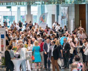 Beim 1. EduAction Bildungsgipfel nahmen 1.900 Bildungsakteure aus allen Bereichen der Gesellschaft teil – Lehrende, Lernende, Pioniere, Bildungsinnovatoren, Forscher, Visionäre, Entscheider, Unternehmer, Ausbilder, Fortbilder…